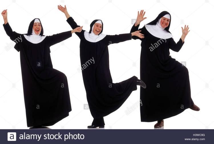 benedictines-nuns-habit-joy-dance-professions-studio-cut-out-woman-H3WC9G
